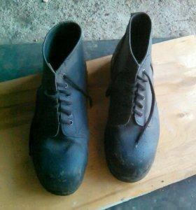 Ботинки рабочие,кирзовые.