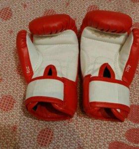 Перчатки боксерские, подростковые.