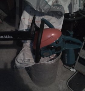 Бензопила Makita DCS4610-40