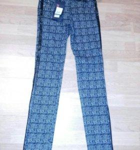 Новые брюки с лампасами42,44