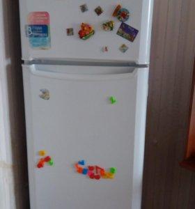 Холодильник с морозильной камерой индезит