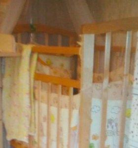 Кроватка детская в комплекте с матрасом,тюлью,