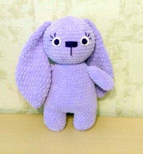 Заяц плюшевый. С большими ушами.