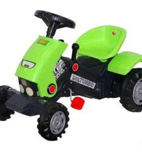 Педальный трактор