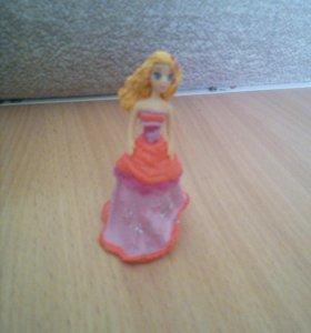 Для девочек 3 куклы и 1 королевское животное