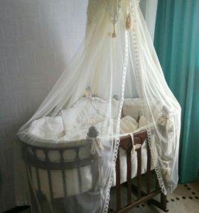Уникальная  кровать ручной работы с комплектом