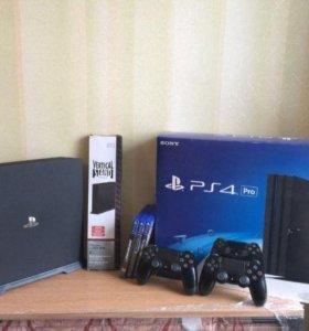 Sony PlayStation 4 Pro + 3 игры, 2 джойстика