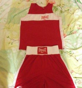 Красная форма для бокса