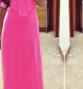 Платье пляжное розовое.