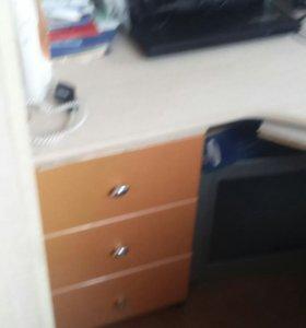 Продам детскую стенку, с боку есть шкаф под одежду