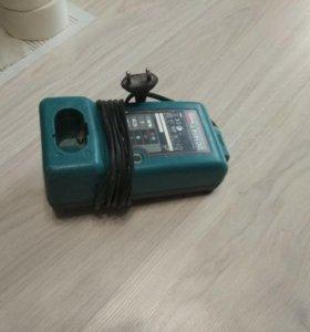 Зарядное устройство для шуруповертов Makita