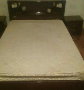 Кровать с тумбочкой. Торг уместен.