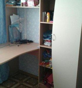 Шкафчик со встроенным столом