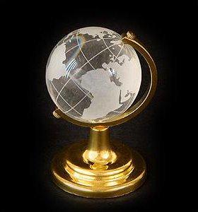 Хрустальный глобус - символ стремления к знаниям