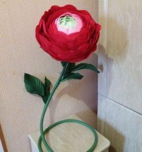 Большие цветы из бумаги. Ростовые цветы