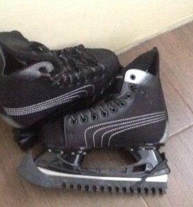 Хоккейные коньки 38-39 размер.
