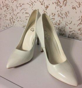 Белые туфли лодочки ( свадебные)