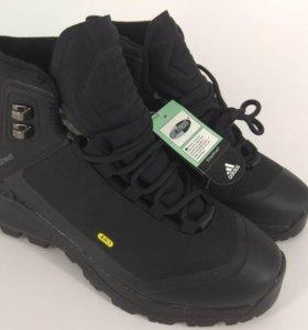 Зимние кроссовки Адидас  Gore-tex(39,5-40)высокие.