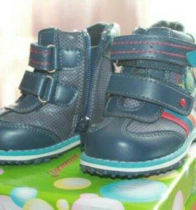Новые ботинки осень на мальчика (р-р 21)