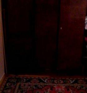 Шкаф 3-х створчатый, полки, вешалки, полированный