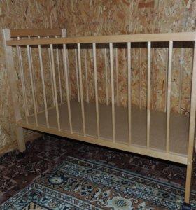 Кроватка с матрасиком в отличном сосотоянии