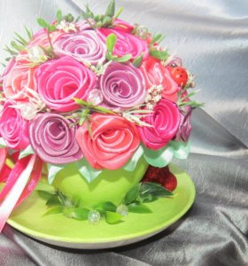 Букетик с розами из атласных лент