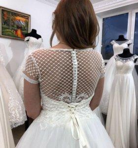 Новинка. Свадебное платье с кружевной маечкой