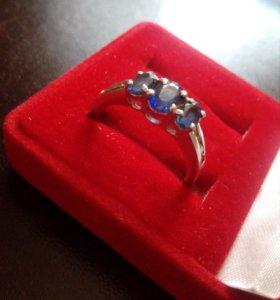 Кольцо с сапфирами и бриллиантами белое золото 750