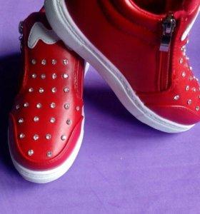 Ботинки новые! 19 см по стельке