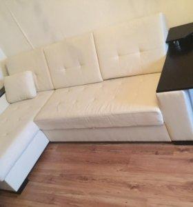 Раскладной кожаный диван