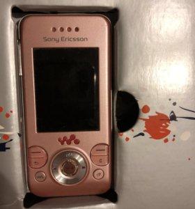 Телефон Sony Ericsson W580i