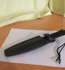 Нож чёрный в футляре