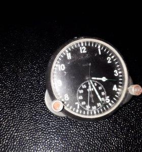 Часы автомобильные советского периода
