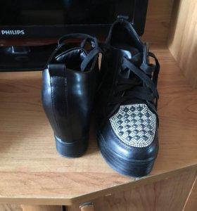 Обувь 37 размер. Первые 1000, вторые 500