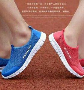 Слипоны - легкая летняя обувь.