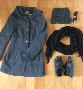 Пальто и шапка