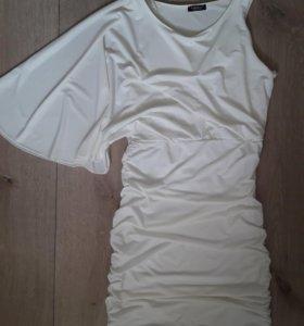 Белоснежное платье MOTIVI