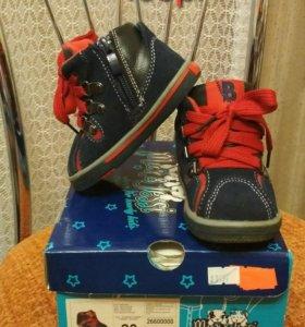 Обувь на малыша 19-20 размер