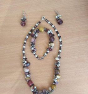 Комплект украшений( серьги, браслети ожерелье)