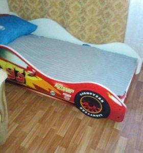 Детская кровать машина,с матрасом.