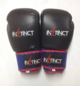 Боксёрские перчатки Instinct 10 oz