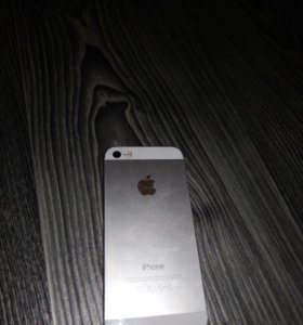 iPhone 5s 16гб в комплекте зарядка, наушники,чехол
