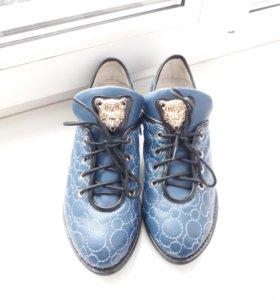 туфли , кроссовки