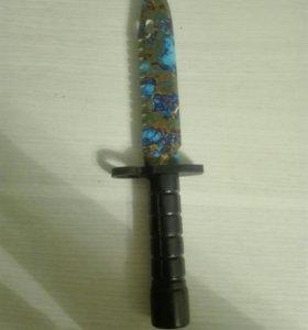 Нож . М9 Поверхностная закалка из дерева .