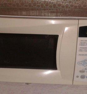 Продаю микроволновую печь.