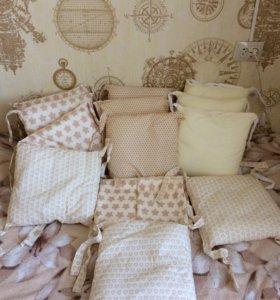 Бортики-подушки и пастельное.
