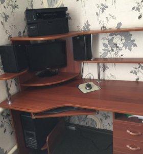 Компьютерный стол в продаже