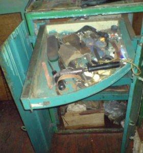металлический ящик под инструмент
