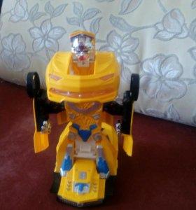Машинка робот