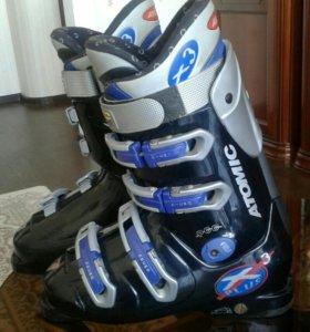 Ботинки горнолыжные и лыжи